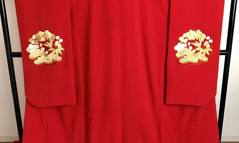 レンタル衣装佐賀鳥栖基山 赤無垢打掛 挙式や神社婚礼、披露宴までご使用になれる打掛で個性的なちりめん地の打掛です。